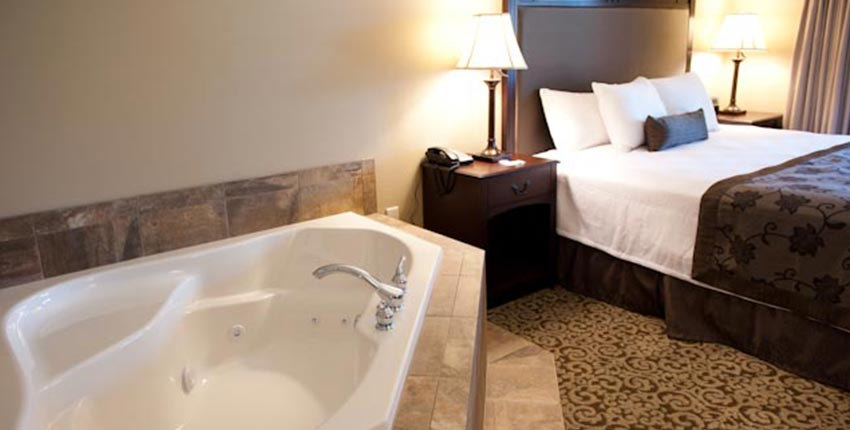 King Deluxe with Jacuzzi of Best Western Plus Intercourse Village Inn & Suites