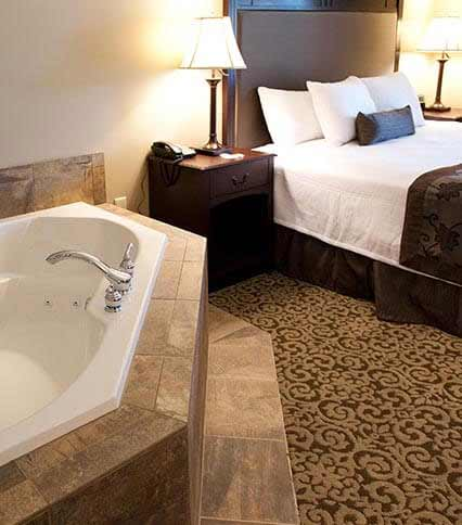 King Suites with Jacuzzi Tubs of Best Western Plus Intercourse Village Inn & Suites